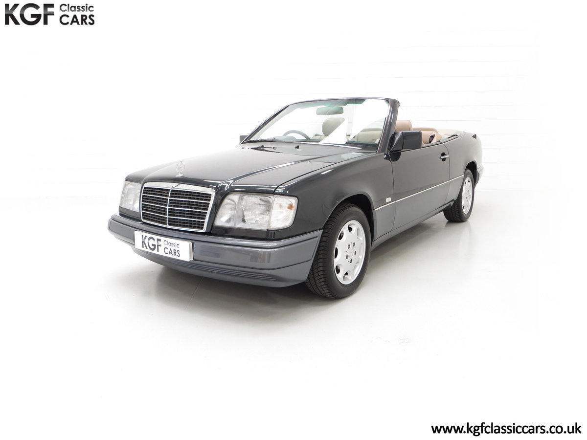 1994 An Exceptional Mercedes-Benz W124 E220 Cabriolet For Sale (picture 6 of 24)