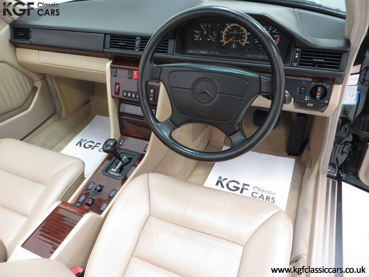 1994 An Exceptional Mercedes-Benz W124 E220 Cabriolet For Sale (picture 18 of 24)