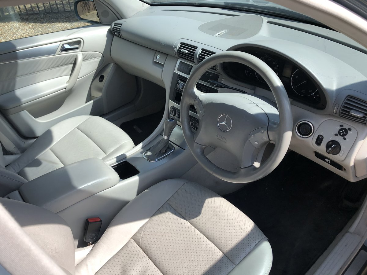 2004 Mercedes C220 CDI very nice car For Sale (picture 5 of 6)