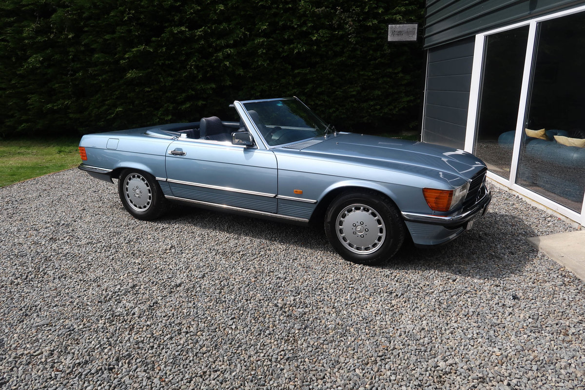 1986 Exceptional Mercedes R107 300SL For Sale (picture 1 of 6)