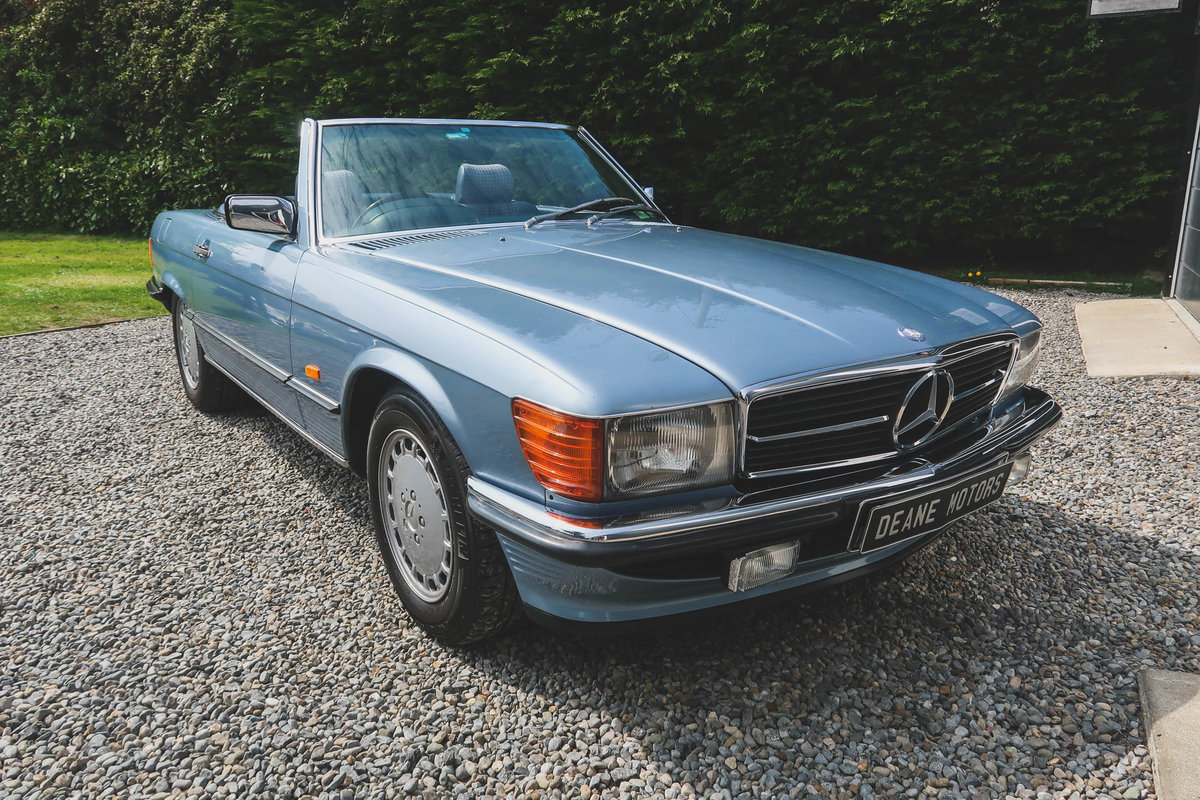 1986 Exceptional Mercedes R107 300SL For Sale (picture 2 of 6)