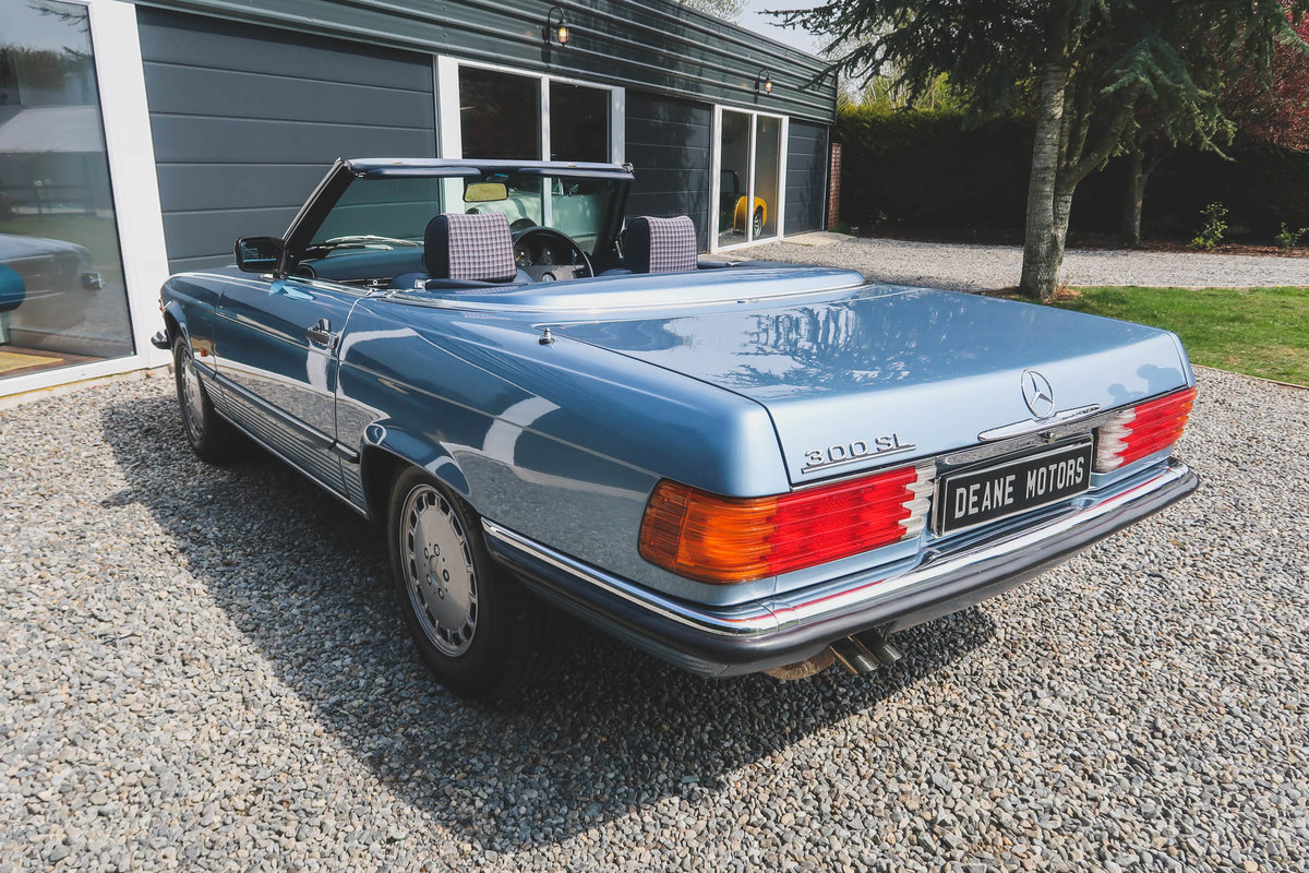 1986 Exceptional Mercedes R107 300SL For Sale (picture 3 of 6)