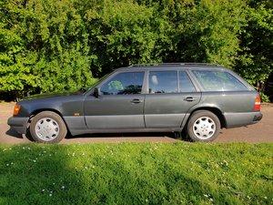 1993 Mercedes E280T W124 Estate Black on black 136K For Sale