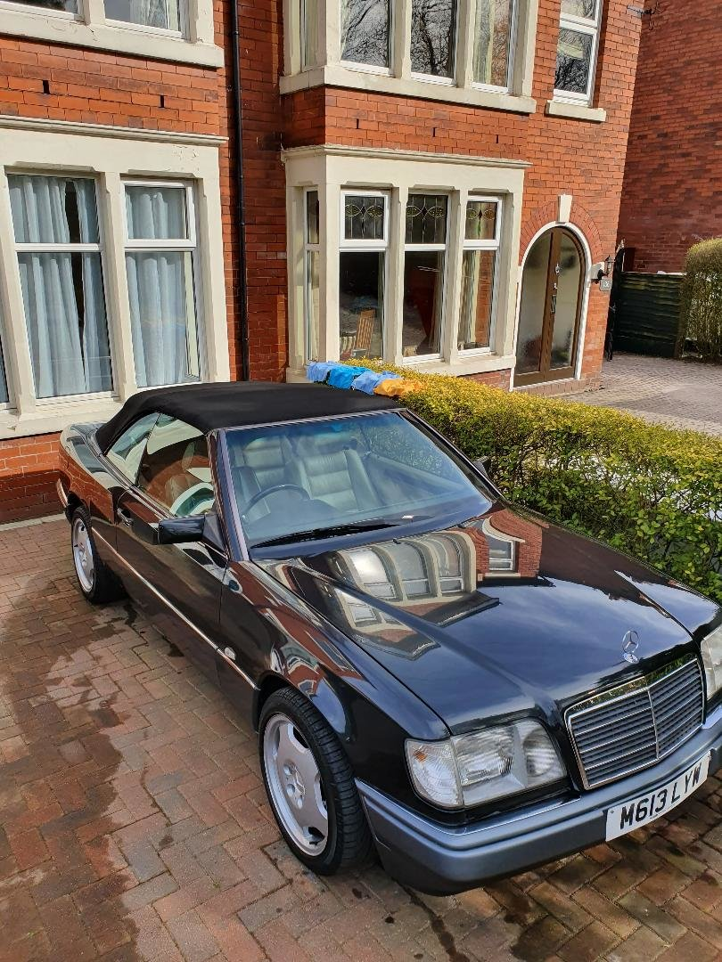 1994 Mercedes w124 e220 convertible/cabriolet For Sale (picture 1 of 6)
