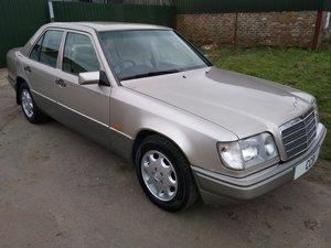 Mercedes E220 Auto Saloon 2.2 litre 1994M – 57,000 miles