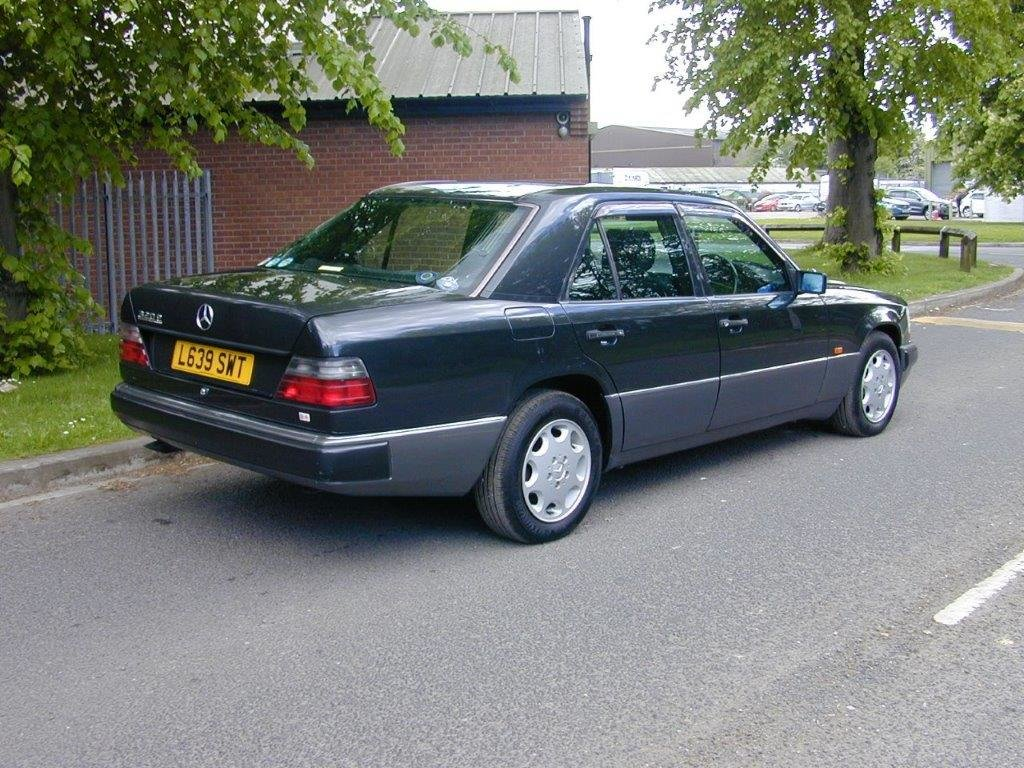 1993 W124 320E Saloon Low Mileage For Sale (picture 2 of 6)