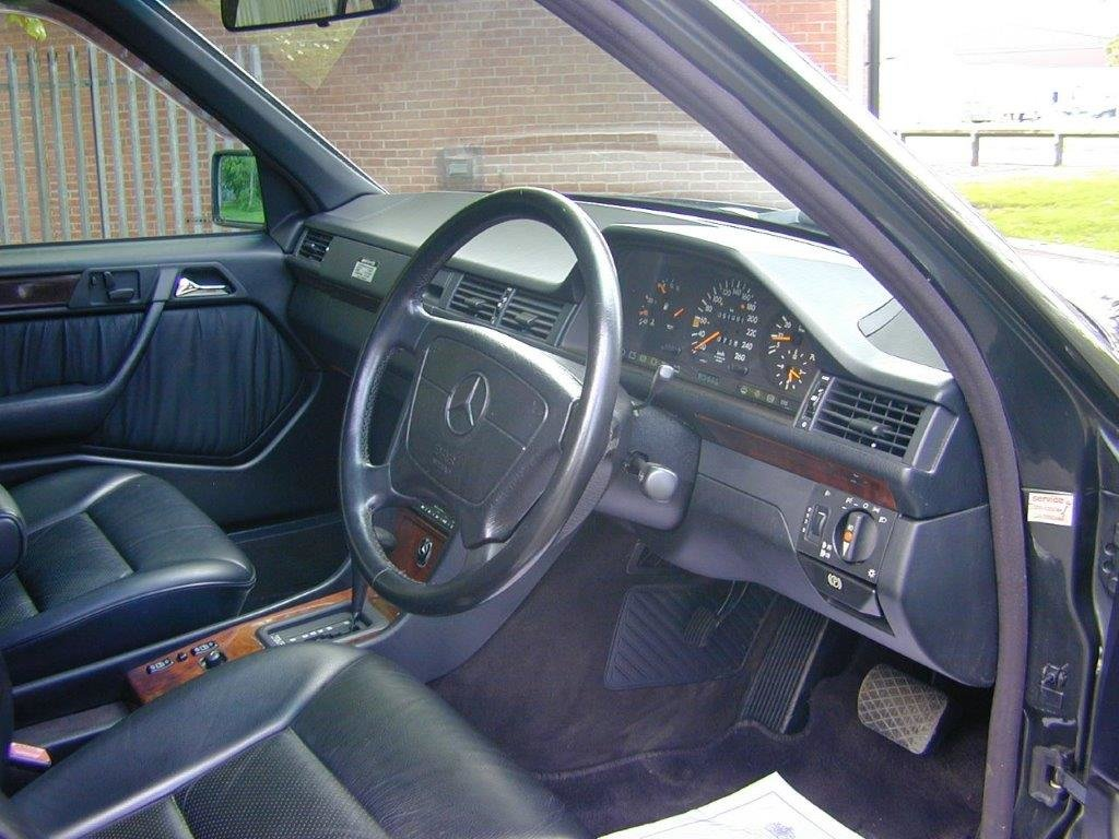 1993 W124 320E Saloon Low Mileage For Sale (picture 3 of 6)