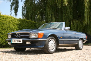 1989 Mercedes-Benz SL 300. Superb , Original Example with a FSH For Sale