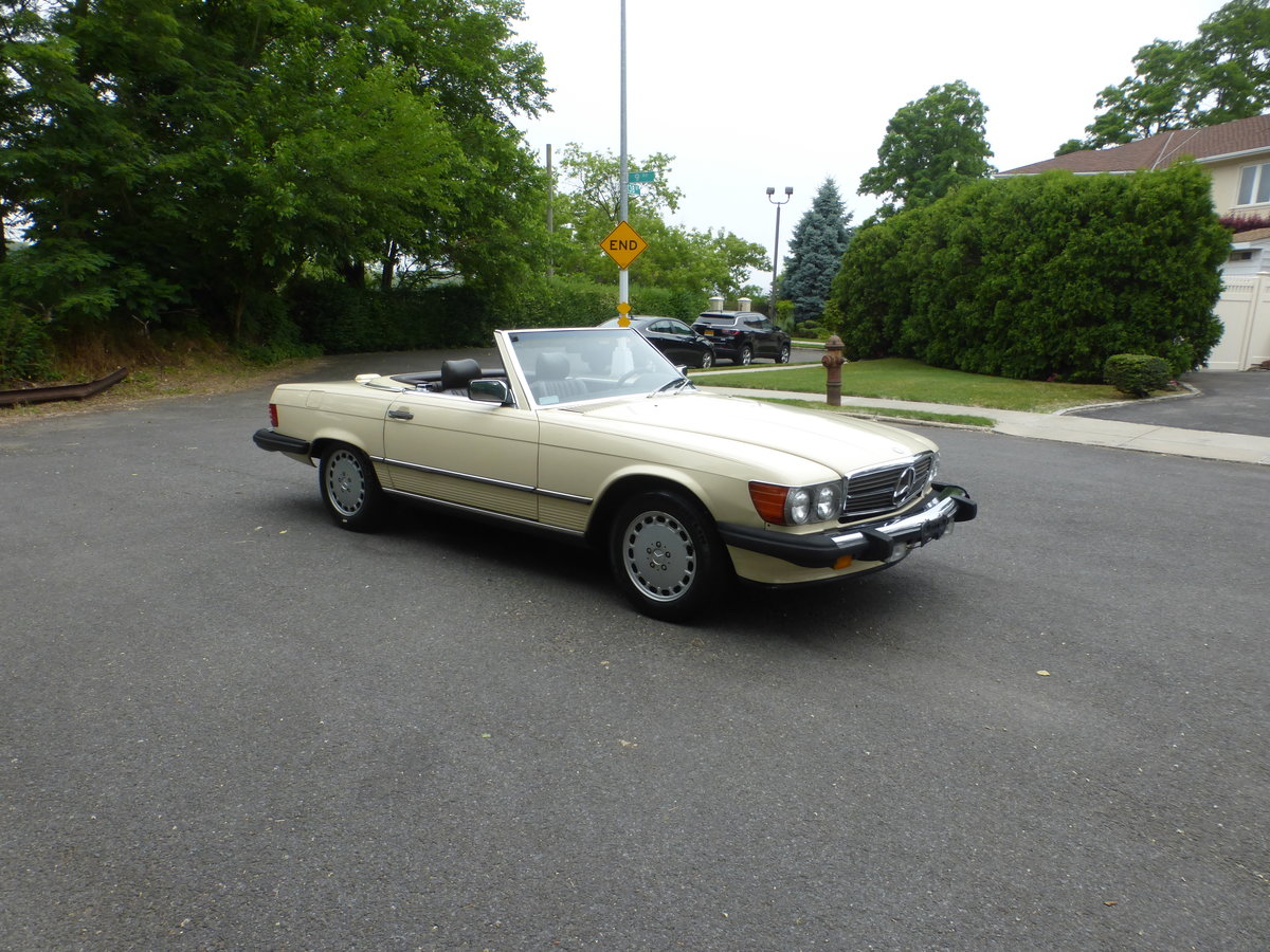 1988 Mercedes 560SL Two Tops Very Presentable For Sale (picture 1 of 6)