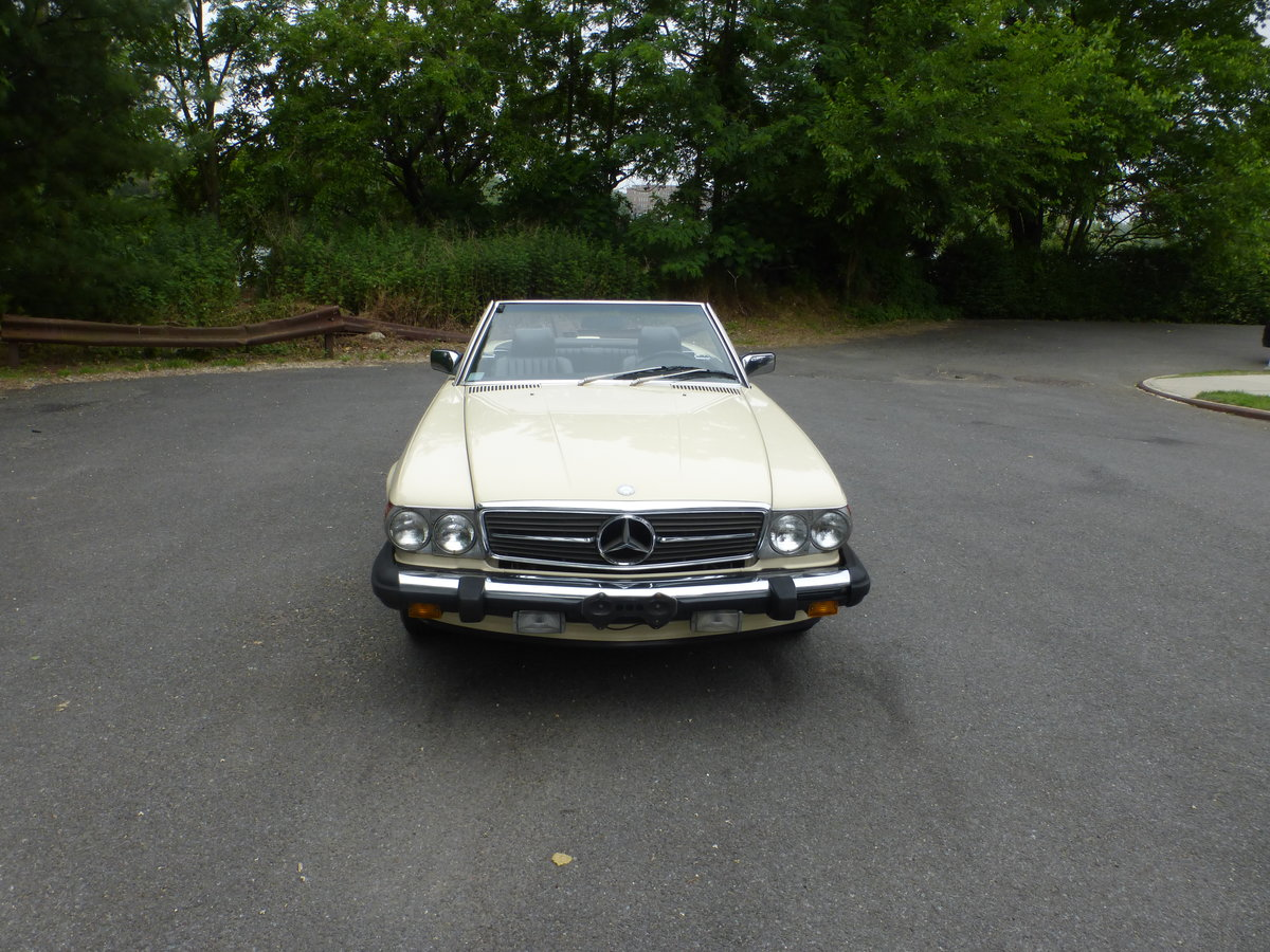1988 Mercedes 560SL Two Tops Very Presentable For Sale (picture 2 of 6)