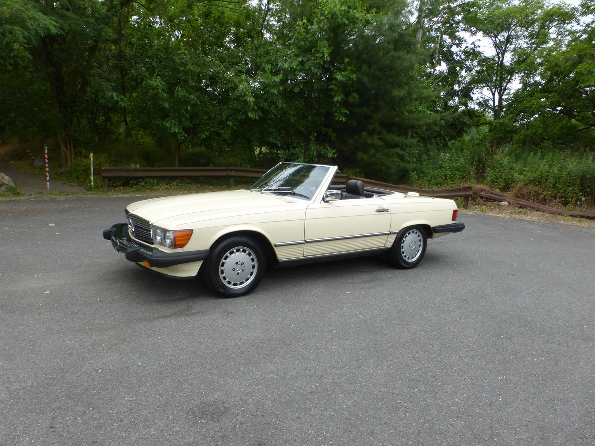 1988 Mercedes 560SL Two Tops Very Presentable For Sale (picture 3 of 6)