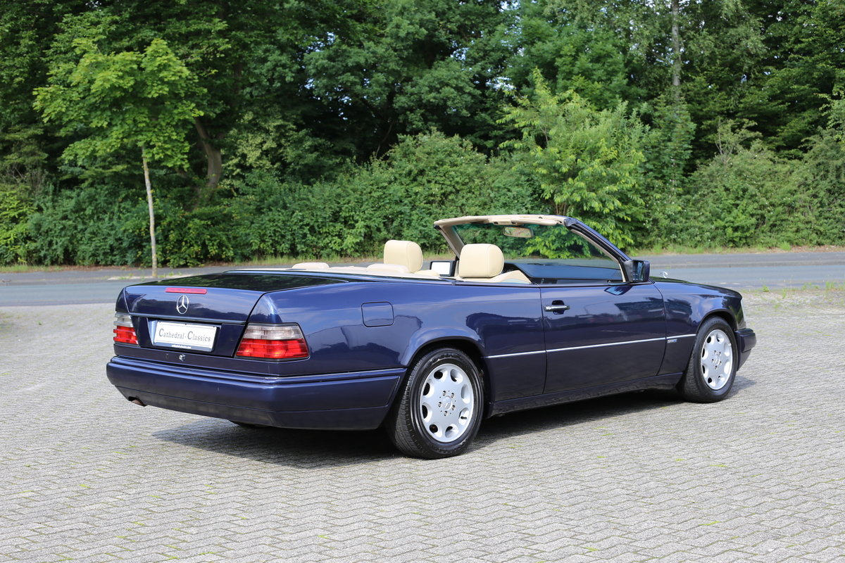 1994 An exceptional Mercedes-Benz W124 E220 Cabriolet  For Sale (picture 1 of 6)