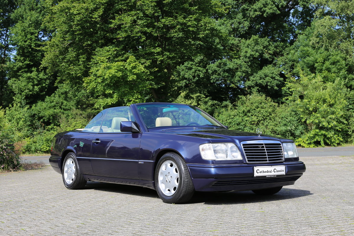 1994 An exceptional Mercedes-Benz W124 E220 Cabriolet  For Sale (picture 6 of 6)