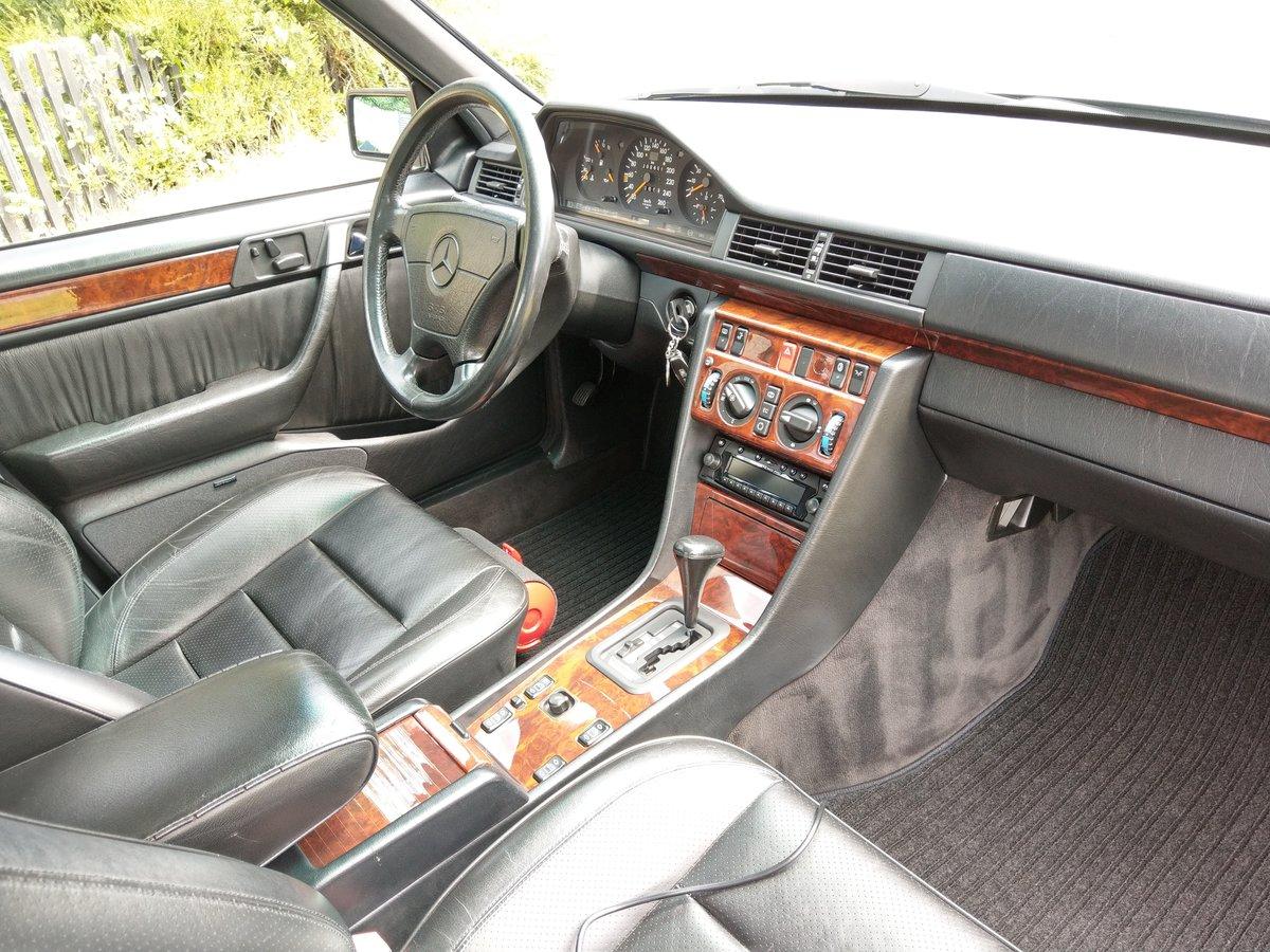 1993 Mercedes E500 / 500E W124 V8 Saloon For Sale (picture 3 of 6)