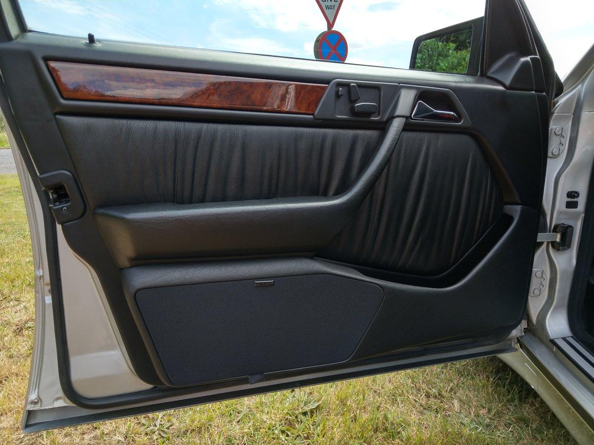 1993 Mercedes E500 / 500E W124 V8 Saloon For Sale (picture 6 of 6)