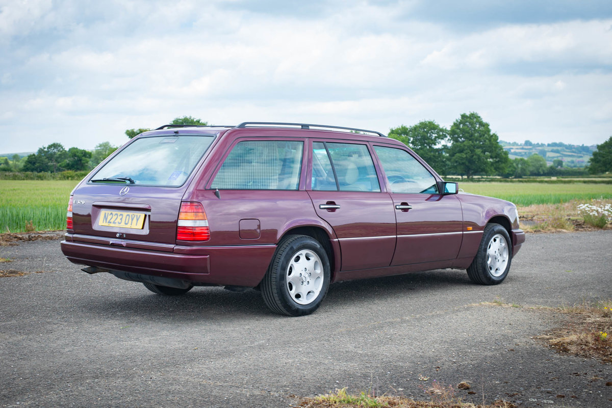 1996 Mercedes-Benz W124 E320 Estate - FSH - Exceptional SOLD (picture 2 of 6)