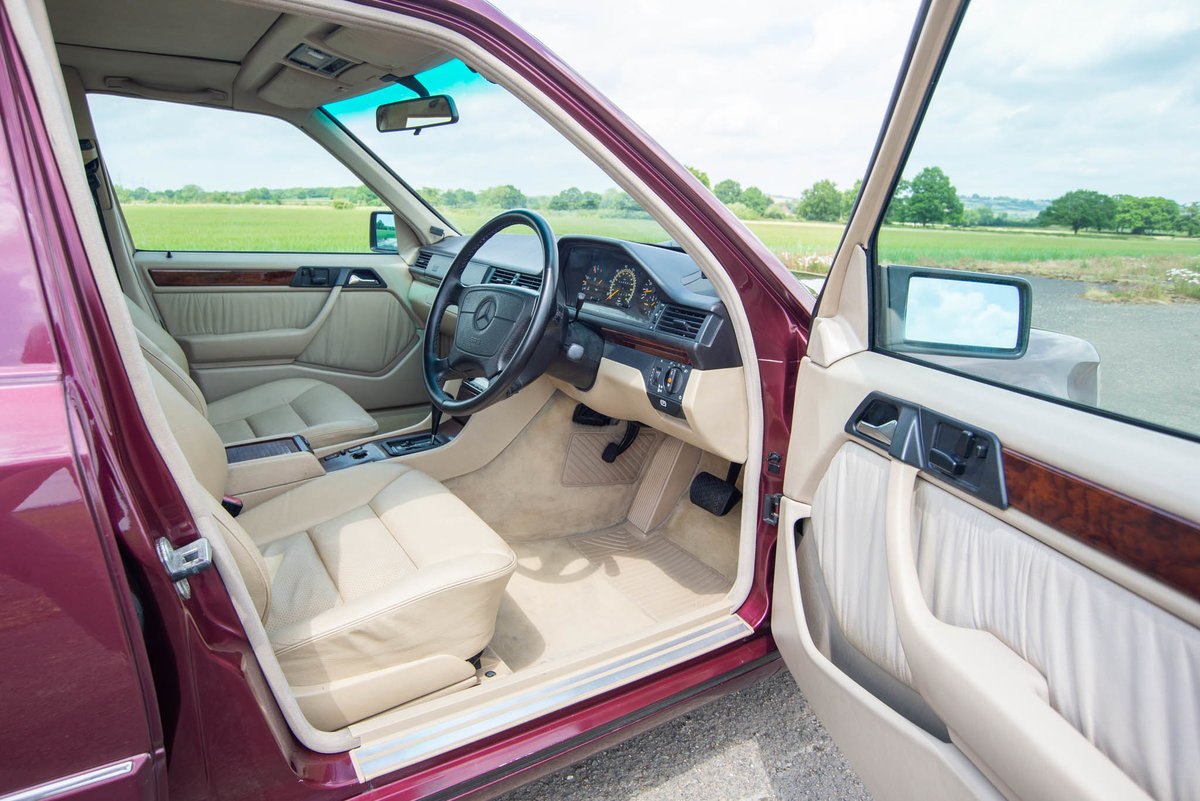 1996 Mercedes-Benz W124 E320 Estate - FSH - Exceptional SOLD (picture 3 of 6)