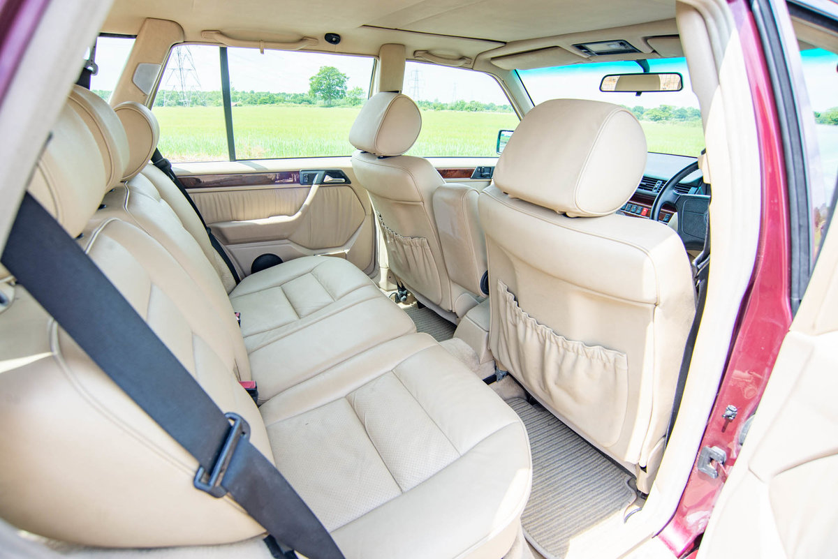1996 Mercedes-Benz W124 E320 Estate - FSH - Exceptional SOLD (picture 4 of 6)