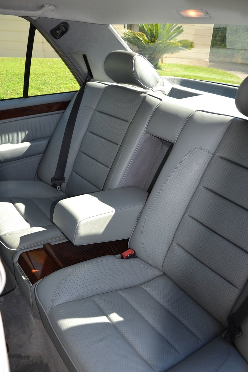 1994 Mercedes-Benz E500 For Sale by Auction (picture 5 of 6)