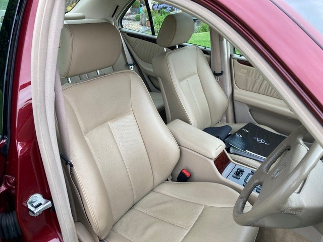 1999 Mercedes-Benz 280 E 24000 miles For Sale (picture 5 of 6)