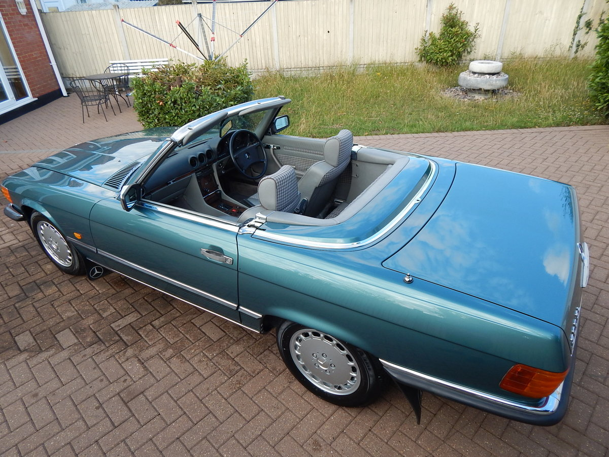 1987 Stunning low mileage original 300SL For Sale (picture 2 of 6)