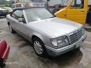 Mercedes Benz e200 cabrio W124