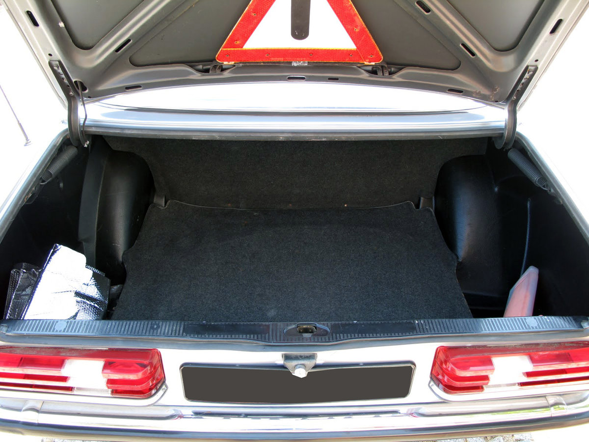 1983 Mercedes-Benz 230CE For Sale (picture 5 of 6)