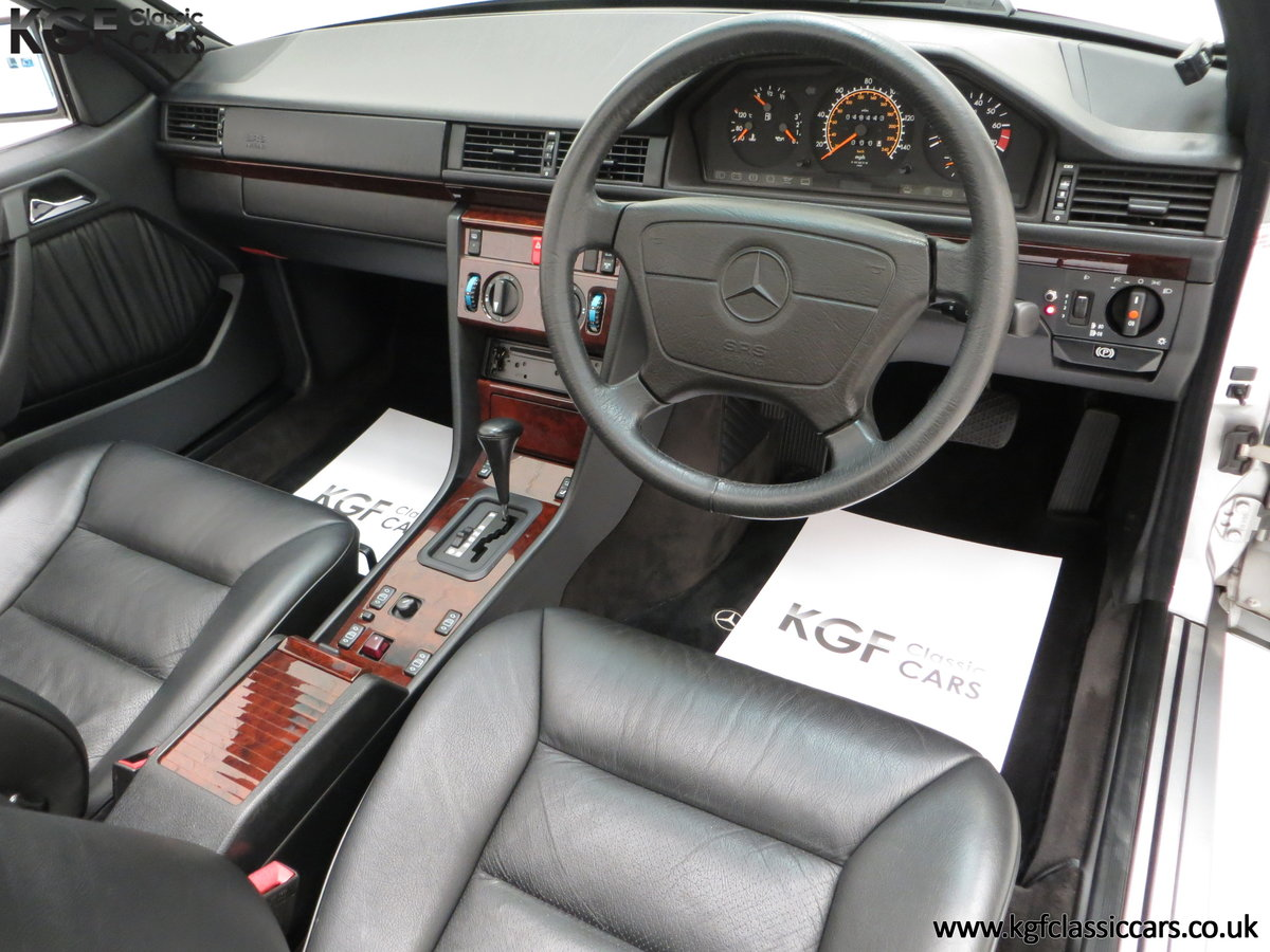 1997 A Splendid Mercedes-Benz W124 E220 Cabriolet 48,443 Miles For Sale (picture 18 of 24)