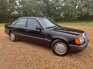 1992 MERCEDES-BENZ W124 260E ONLY 3,050 MILES PER ANNUM FROM NEW