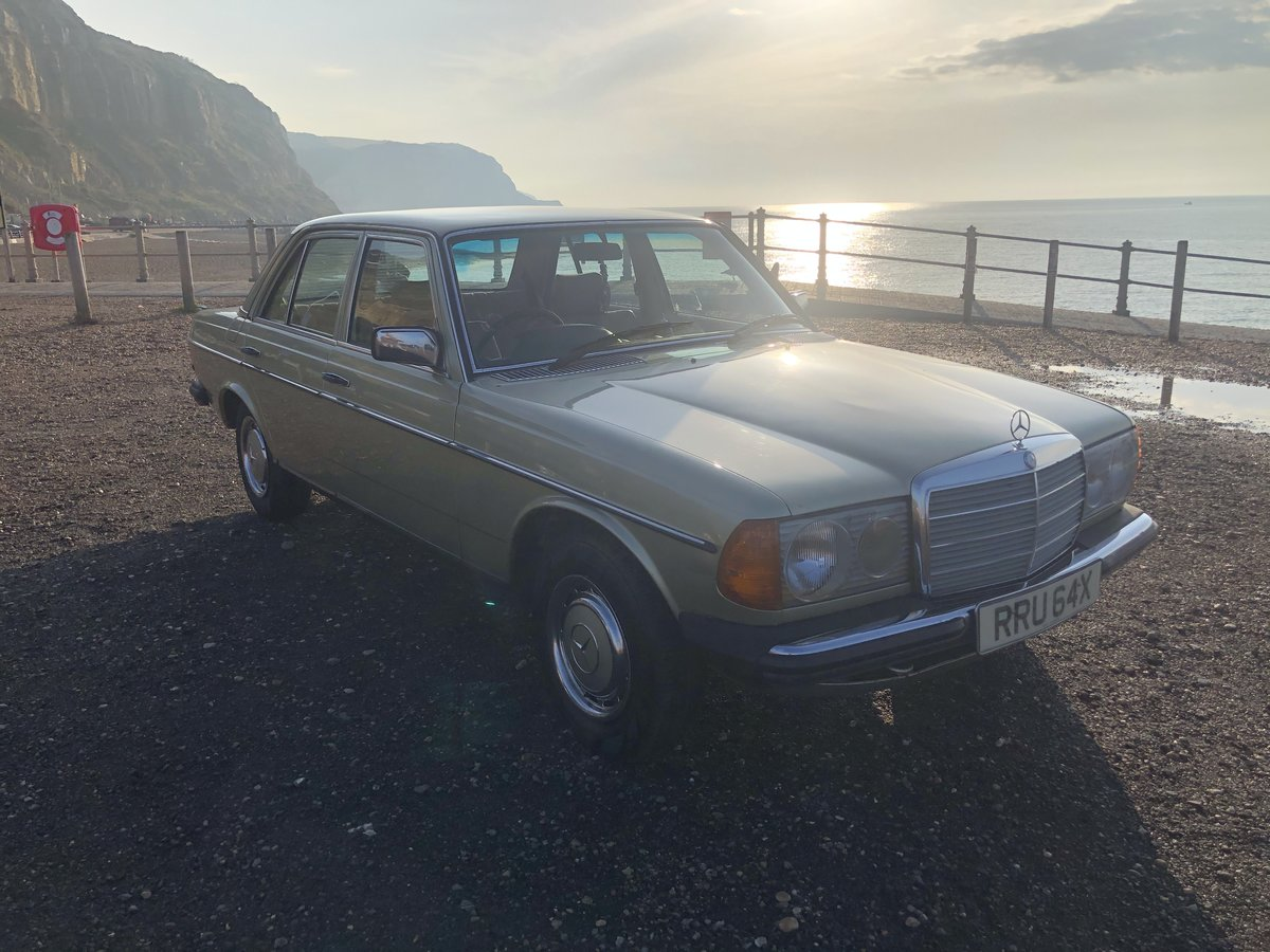 1981 MERCEDES 200 W123 LOW MILEAGE MASSIVE HISTORY SOLD (picture 1 of 6)