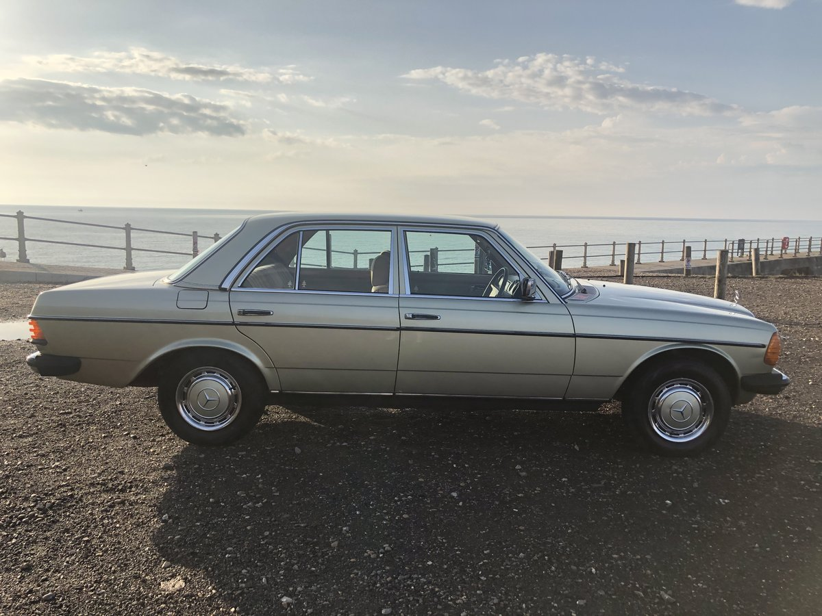 1981 MERCEDES 200 W123 LOW MILEAGE MASSIVE HISTORY SOLD (picture 2 of 6)