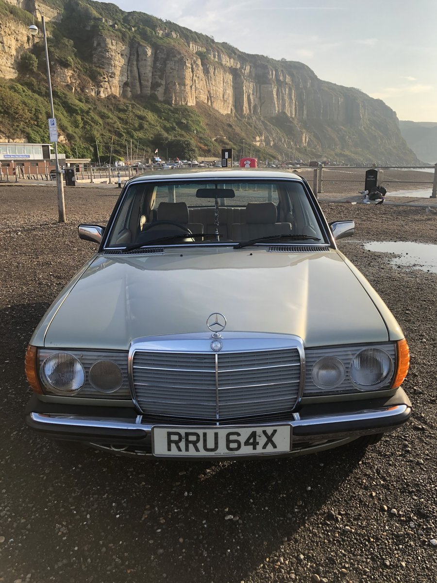 1981 MERCEDES 200 W123 LOW MILEAGE MASSIVE HISTORY SOLD (picture 3 of 6)
