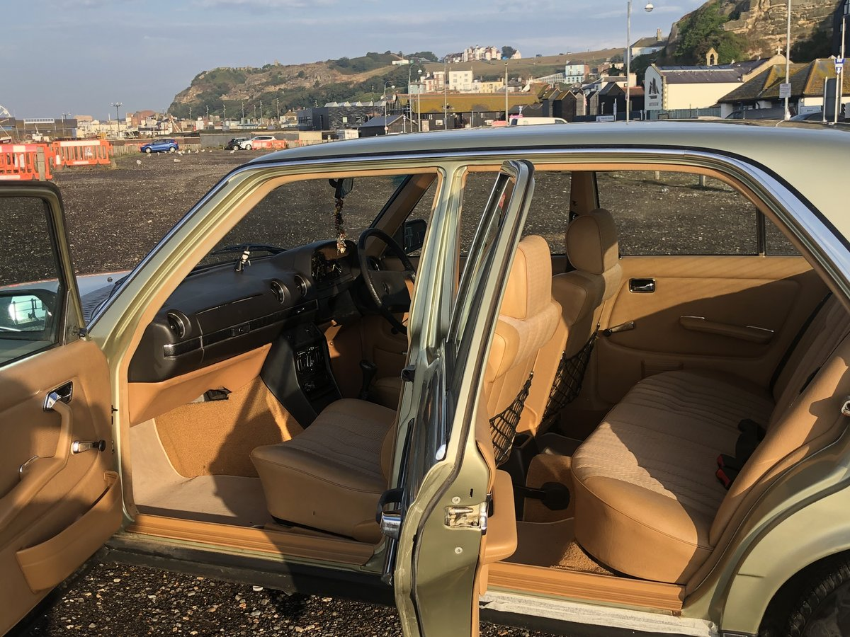 1981 MERCEDES 200 W123 LOW MILEAGE MASSIVE HISTORY SOLD (picture 4 of 6)