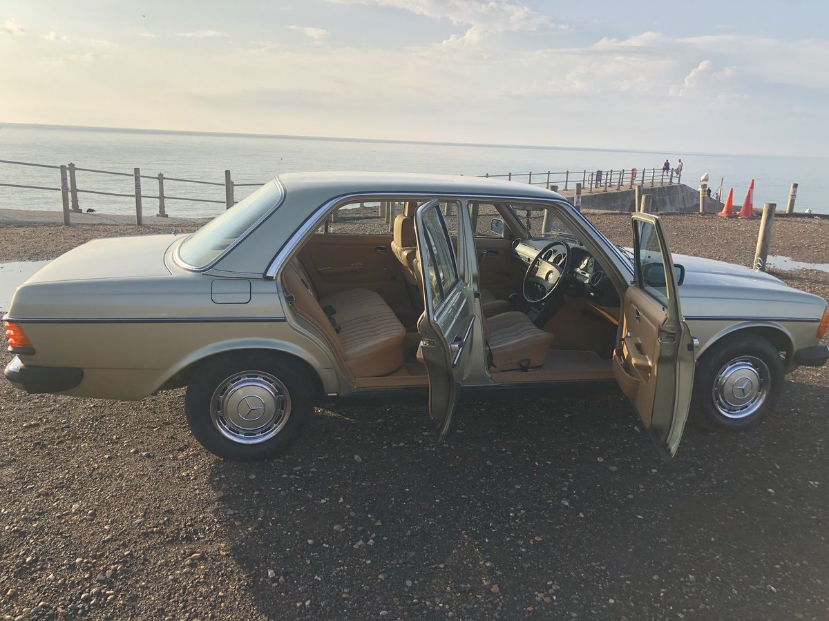 1981 MERCEDES 200 W123 LOW MILEAGE MASSIVE HISTORY SOLD (picture 5 of 6)