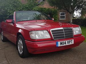 STUNNING W124 E220 CABRIOLET 1994