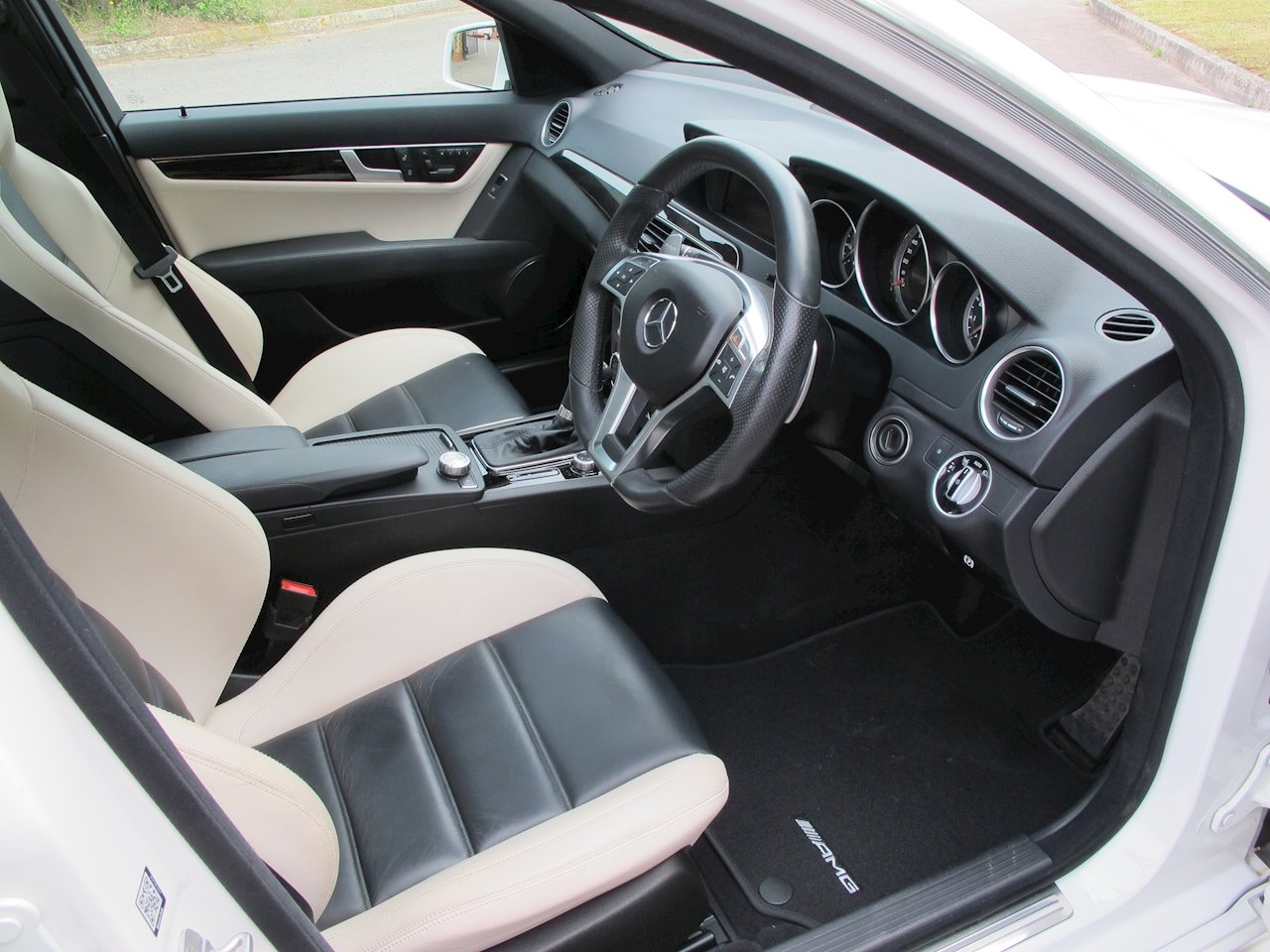 2012 Mercedes C63 AMG Saloon For Sale (picture 5 of 6)