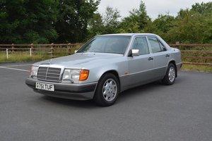 1990 Mercedes-Benz 260E Auto