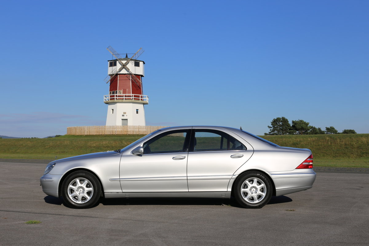 1991 A luxurious Mercedes-Benz W220 (Sonderklasse) S-Class 500 For Sale (picture 3 of 6)