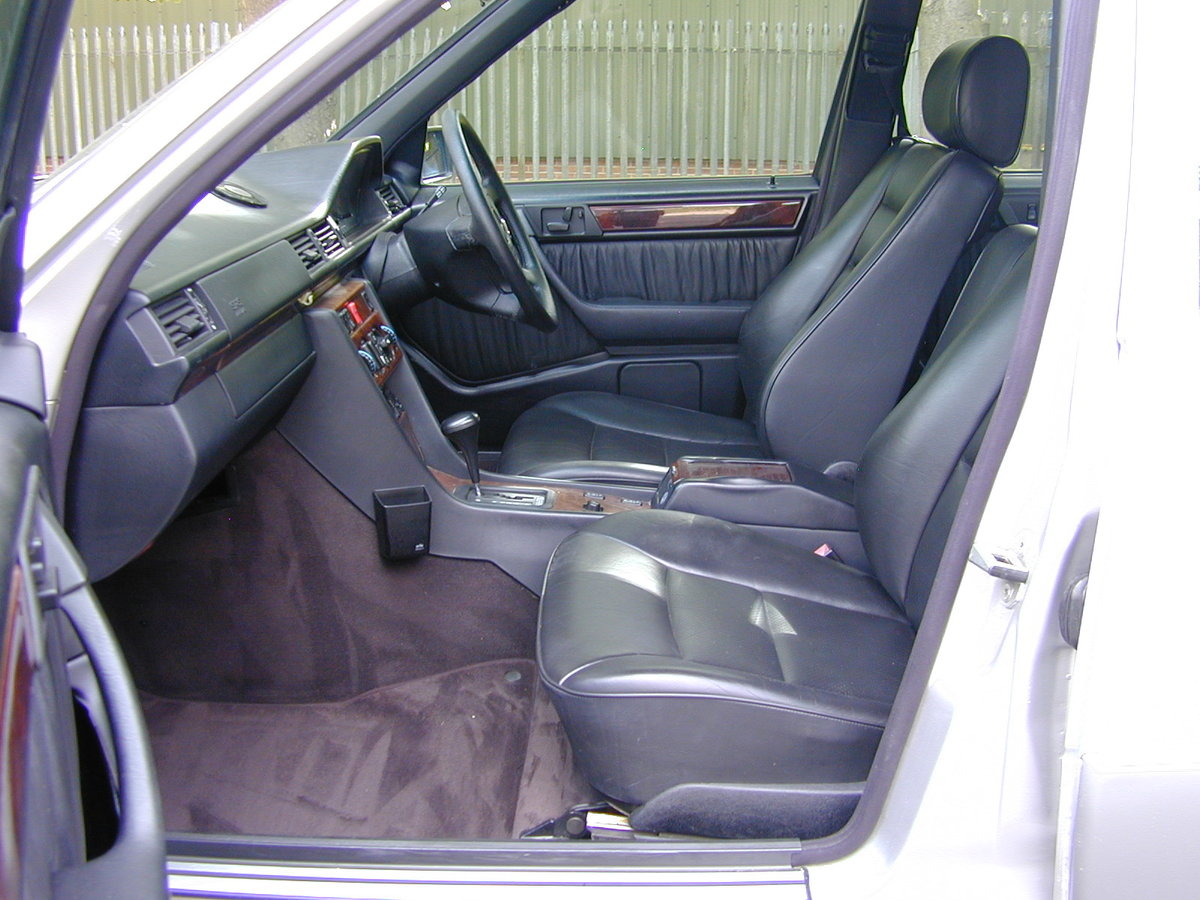 1995 MERCEDES BENZ W124 E320 ESTATE 7 SEAT - LEATHER - EX JAPAN! For Sale (picture 4 of 6)