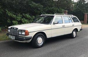 1985 MERCEDES-BENZ 200 T W123