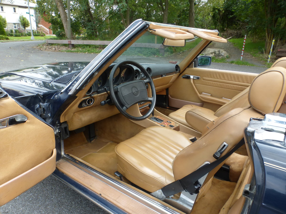 1988 Mercedes 560SL Two Tops Low Miles A Driver - For Sale (picture 5 of 6)