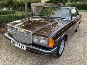 """1982 STUNNING LOOKING 90""""S CLASSIC MERC BARONS CLASSIC AUCTION"""
