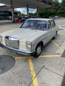 Mercedes W115 220