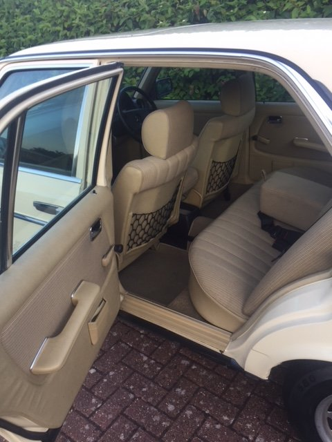 1983 Mercedes 230e (w123)  For Sale (picture 3 of 4)