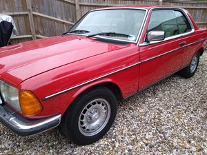 Picture of 1984 mercedes 230ce