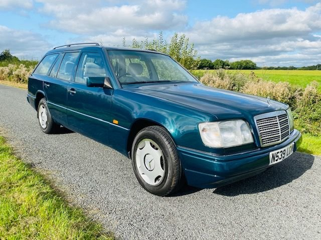 1996 MERCEDES W124 ESTATE VERY LOW MILEAGE FULL SERVICE HISTORY For Sale (picture 2 of 6)