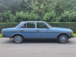 1981 Mercedes w123 200 China blue For Sale