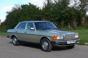1985 Mercedes-Benz 230E Auto