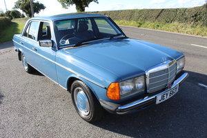 1983 Mercedes Benz W123 230 E Auto Beautiful Condition