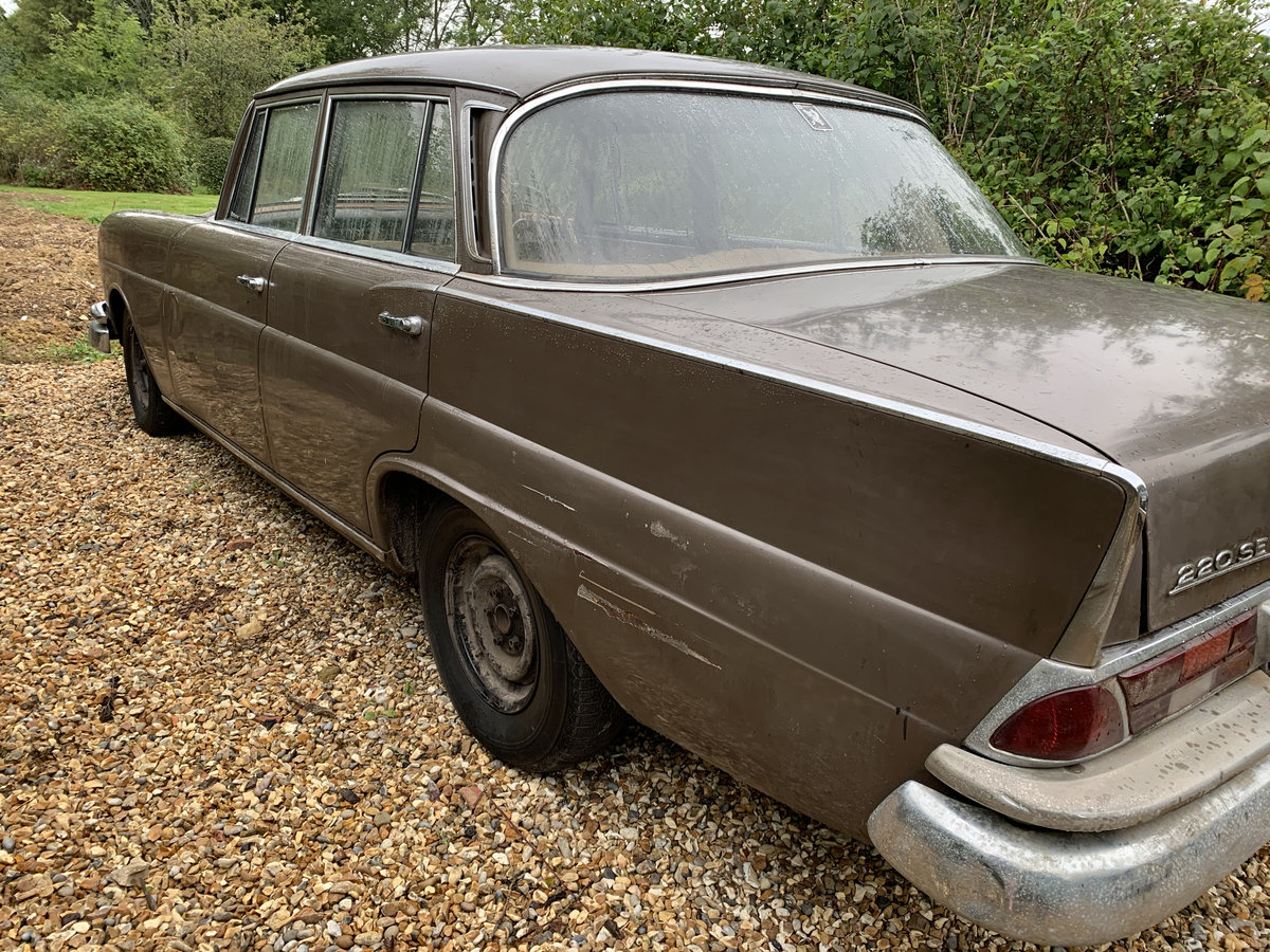 1964 Mercedes 220 Fintail, Very rare RHD Manual For Sale (picture 3 of 6)